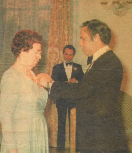 Le Dre Powers reçoit l'Ordre du Canada du Gouverneur Général Ed Schreyer